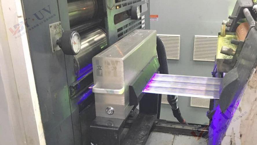 间隙式胶印机加装LED UV系统